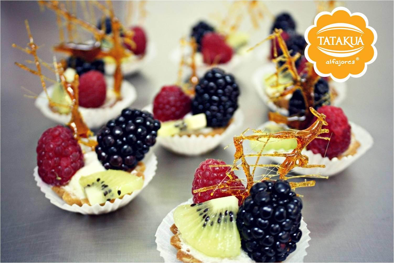 Mesa de postres table desserts tataku alfajores - Ideas para postres de navidad ...